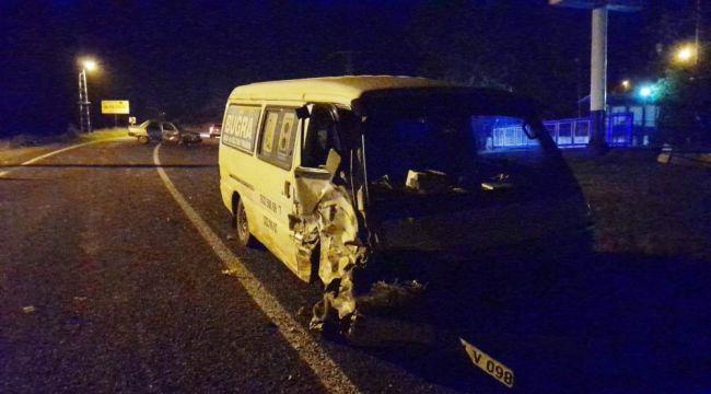 - Minibüs ile otomobil çarpıştı: 5 yaralı